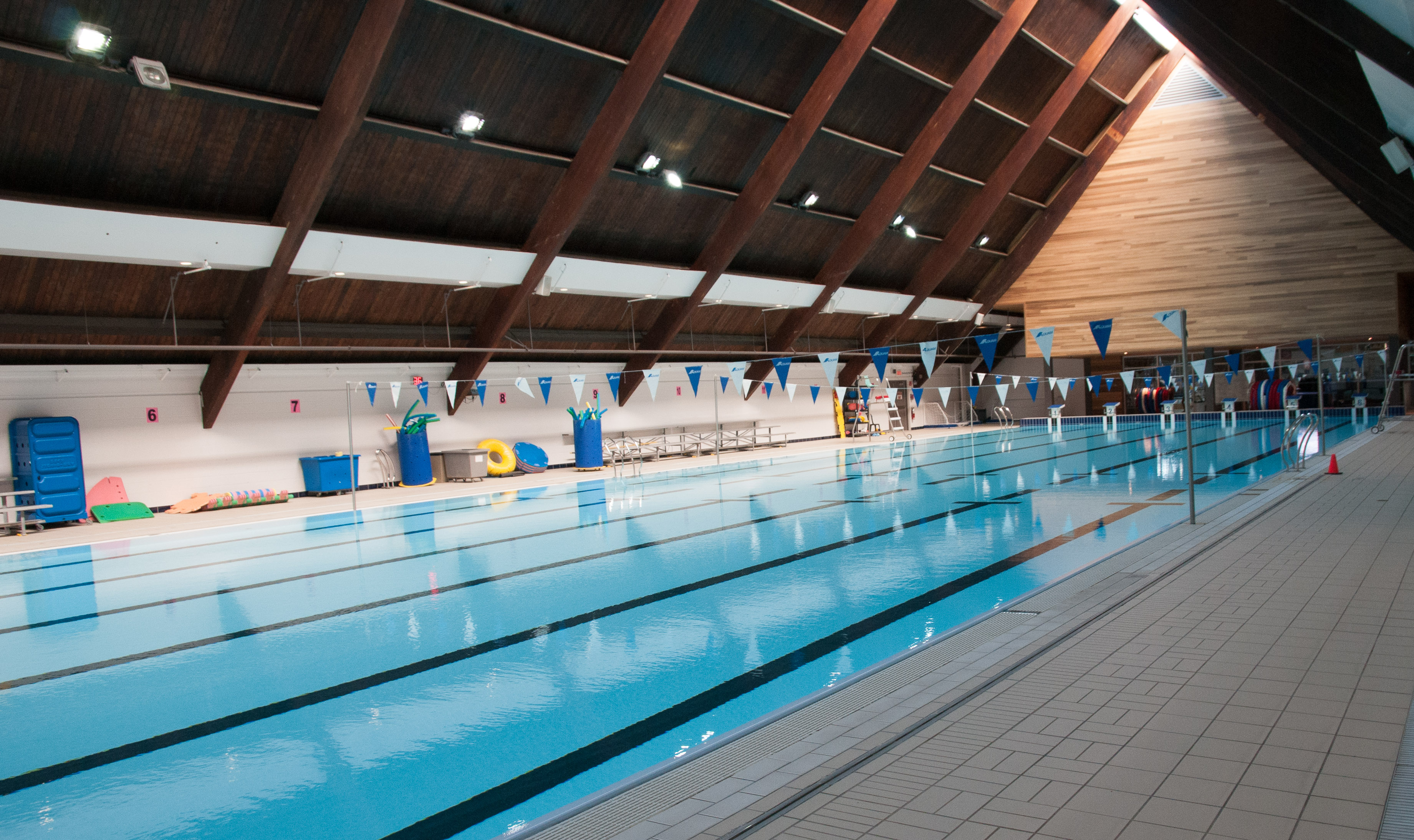 Aquatic centre city of pointe claire for Pointe claire swimming pool schedule