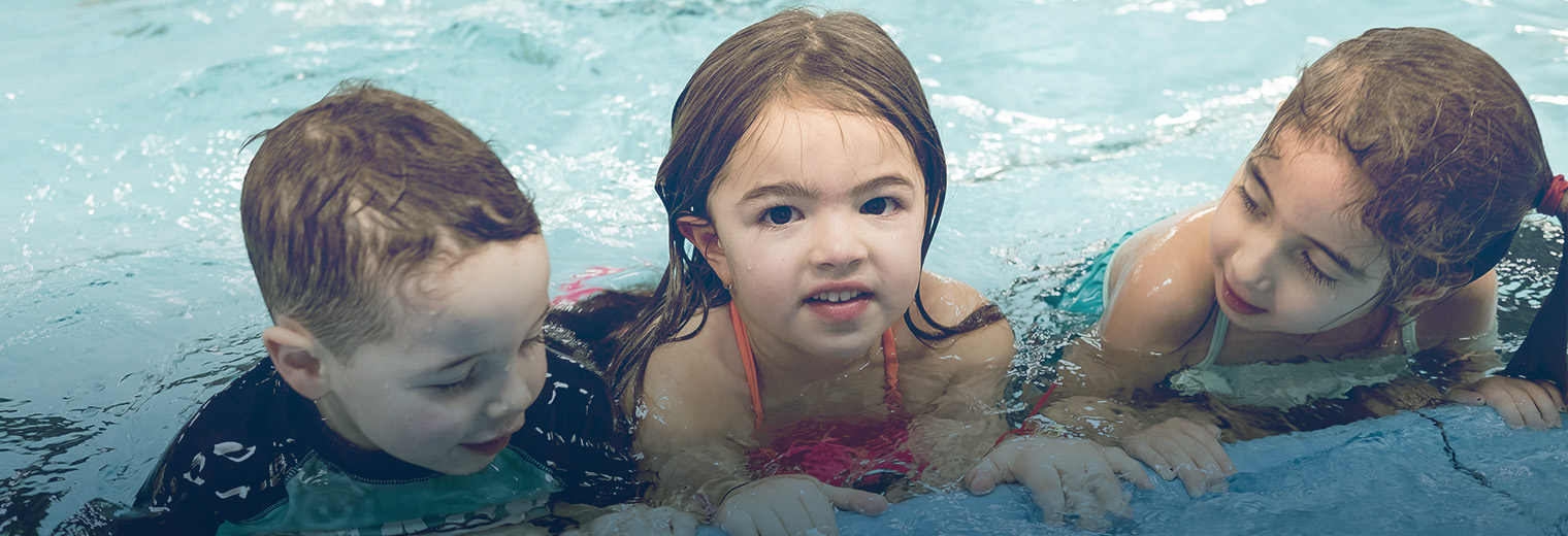 Free recreational swimming at the aquatic centre on weekends with the multi card ville de for Pointe claire swimming pool schedule